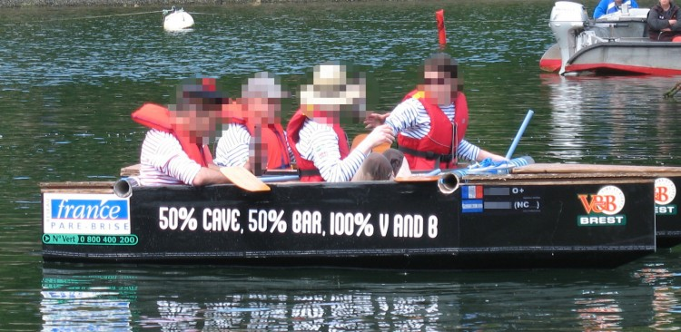 bateau carton a l eau