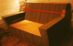 Canapé en carton massif
