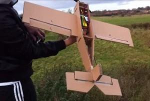 Avion en carton